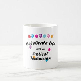 Celebre al técnico óptico taza básica blanca