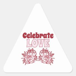 Celebre el amor pegatina triangular