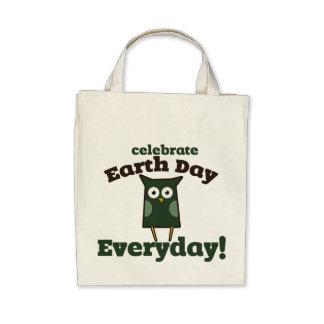 Celebre el búho diario del Día de la Tierra Bolsa