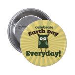 Celebre el búho diario del Día de la Tierra Pin