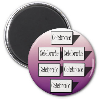 Celebre en púrpura imán de frigorífico