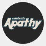 Celebre la apatía pegatina redonda