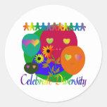 Celebre la diversidad etiqueta redonda