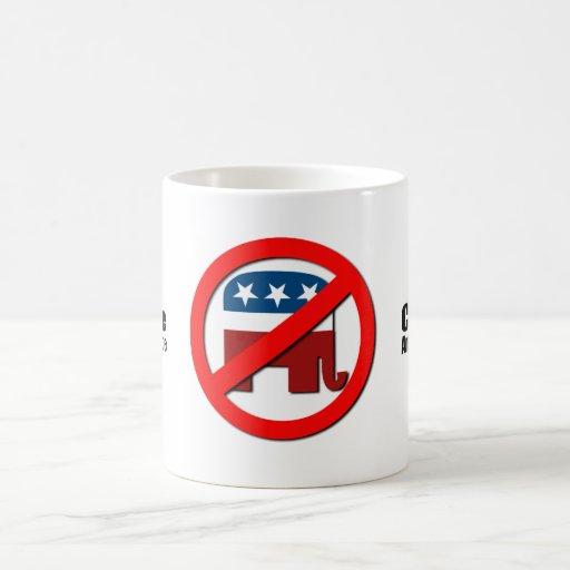 Celebre la ignorancia americana taza básica blanca