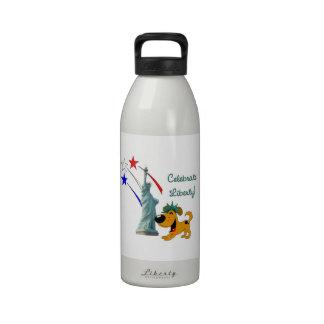 Celebre la libertad botellas de agua reutilizables