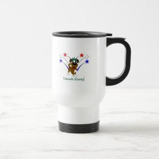 Celebre la libertad - fuegos artificiales taza de café