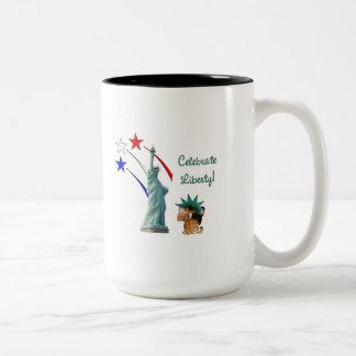 Celebre la libertad taza de café
