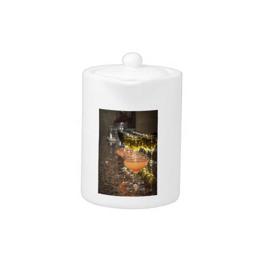 Celebre - las bebidas femeninas anaranjadas en vid