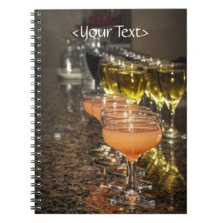 Celebre - las bebidas femeninas anaranjadas en vid cuaderno
