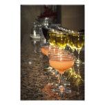 Celebre - las bebidas femeninas anaranjadas en vid cojinete