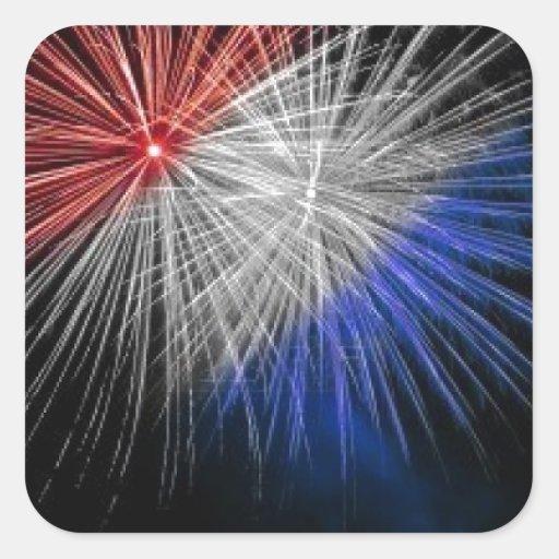Celebre los fuegos artificiales patrióticos pegatina cuadrada