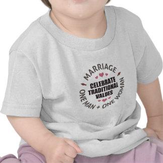 Celebre los valores tradicionales camisetas