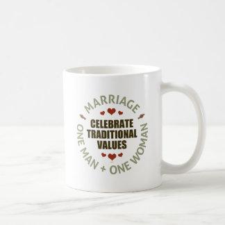 Celebre los valores tradicionales taza de café