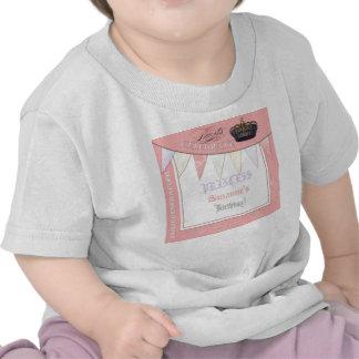 Celebre real a la chica marchosa de princesa Birth Camisetas
