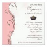 Celebre real a la chica marchosa de princesa invitacion personalizada