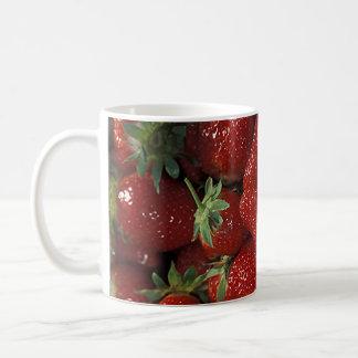 Celemín de fresas taza clásica