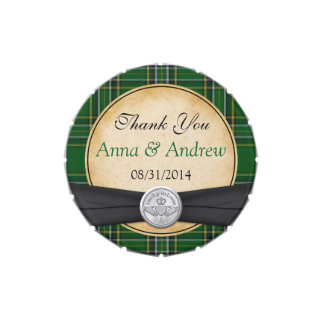 Celtic irlandés Claddagh del tartán afortunado en Latas De Dulces