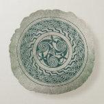 Celtic Knotwork Irish Medallion Pattern in Green Round Pillow