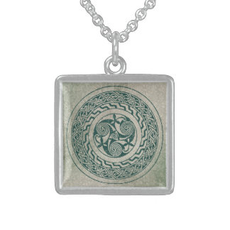 Celtic Knotwork Irish Medallion Pattern in Green Sterling Silver Necklace