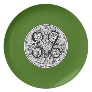 Celtic knotwork on any color dinner plate