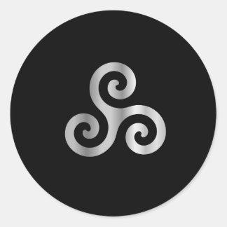Celtic Neopaganism triskelion.jpg espiral triple Pegatina Redonda