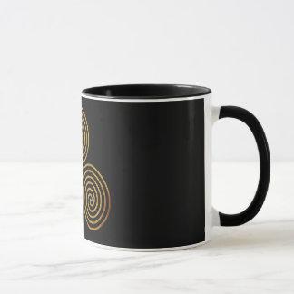 celtic triple spiral - OneLine antique gold, black Mug