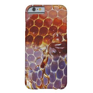 Células del dulce del néctar del panal de la miel funda barely there iPhone 6