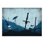 Cementerio con los cráneos y los cuervos invitación 12,7 x 17,8 cm