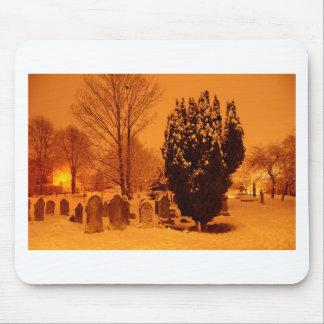 Cementerio en la nieve tapetes de ratones