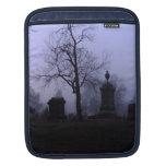 Cementerio en niebla mangas de iPad