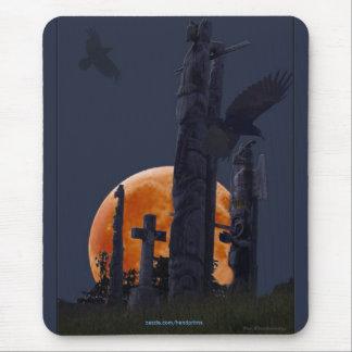 Cementerio místico del cuervo, de la luna y del alfombrilla de ratones