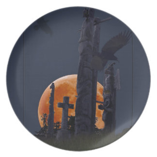 Cementerio místico del cuervo, de la luna y del platos para fiestas