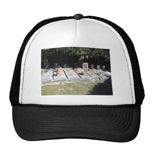 Cementerio por completo de sepulcros gorra