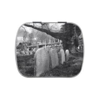 cementerio reservado latas de caramelos