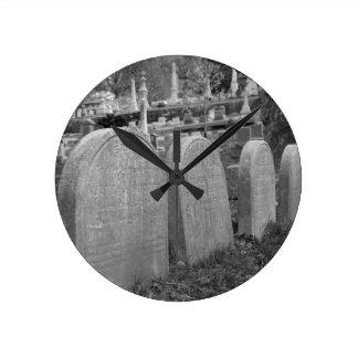 cementerio viejo reloj redondo mediano