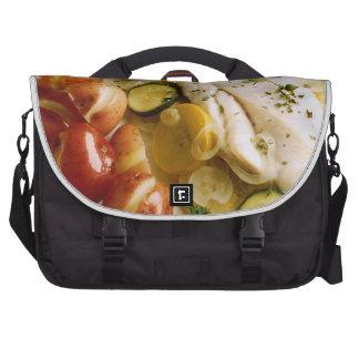 Cena cocida de los pescados bolsa para ordenador