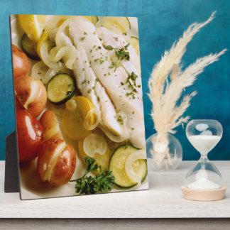 Cena cocida de los pescados placa para mostrar