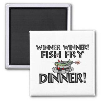 Cena de la fritada de pescado del ganador del gana imán cuadrado