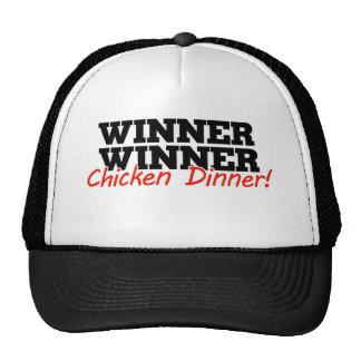 Cena del pollo del ganador del ganador gorra