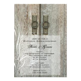 Cena doble del ensayo del boda del país de la puer invitaciones personalizada