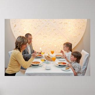 Cena en restaurante poster