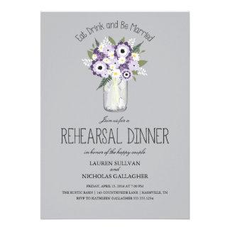 Cena floral del ensayo del tarro de albañil invitacion personalizada