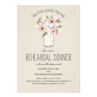 Cena floral del ensayo del tarro de albañil invitación