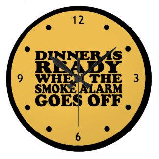 Cena lista cuando la alarma de humo sale el reloj