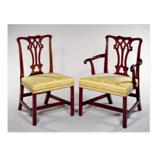 Cenando sillas, con las partes posteriores postal