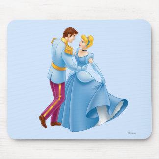 Cenicienta y príncipe el encantar mousepads