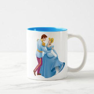 Cenicienta y príncipe el encantar taza de café de dos colores