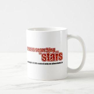 Censo que busca con las estrellas taza de café