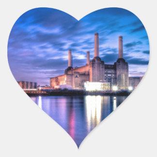 Central eléctrica de Battersea en la noche Pegatina En Forma De Corazón