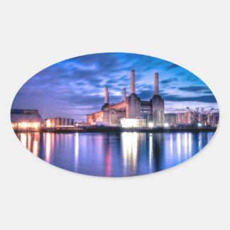 Central eléctrica de Battersea en la noche Pegatina Ovalada